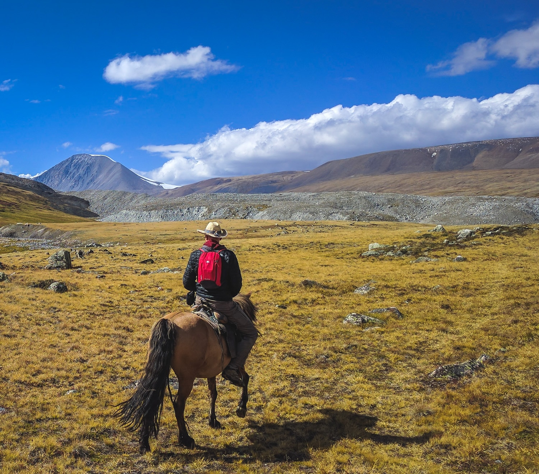 horseback_to_malchin